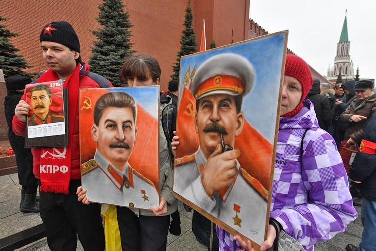 В современной России - немало тех, кто считает Сталина великим человеком, достойным памяти.