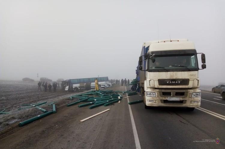 Водитель автобуса не пропустил КАМАЗ, который ехал по главной дороге.