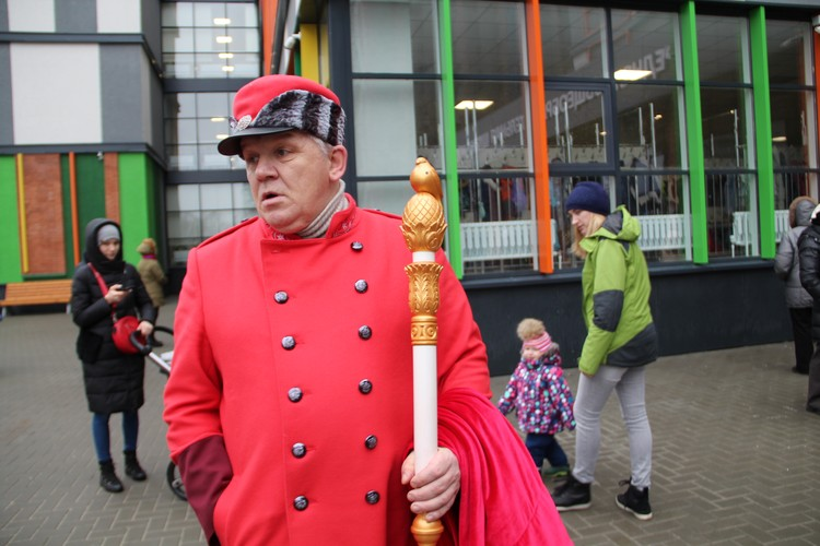 Посланник Деда Мороза вызвал в школе переполох.