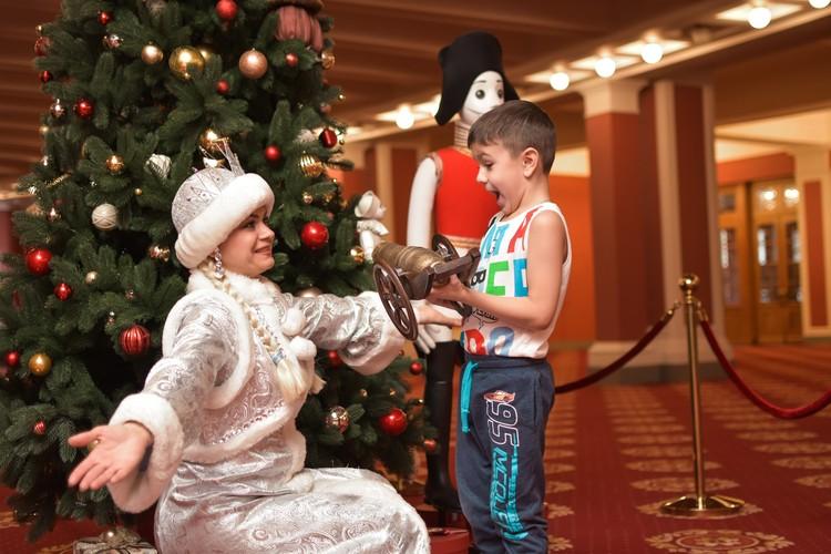 Своему сыну Катерина сказала, что она - помощница Деда Мороза.