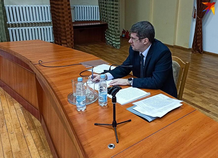Ответ от имени министерства транспорта и коммуникаций держал Сергей Дубина. Фото: Оксана БРОВАЧ
