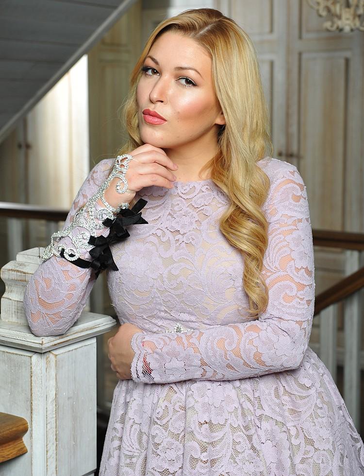 Ирина Дубцова не скрывает маммопластику