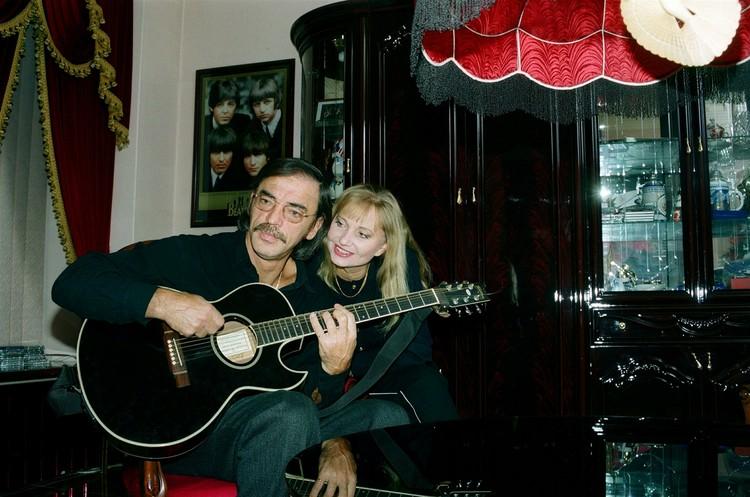 Михаил Боярский никогда не играет на гитаре на семейных праздниках