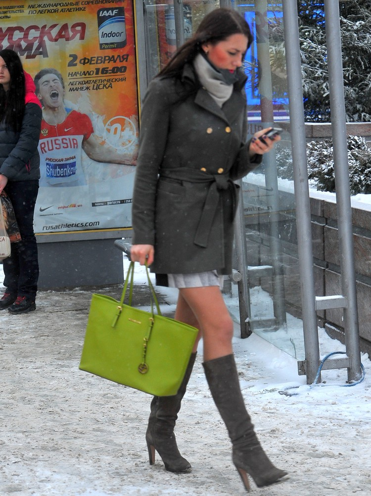 В морозы капроновые колготки могут примерзнуть к ногам.