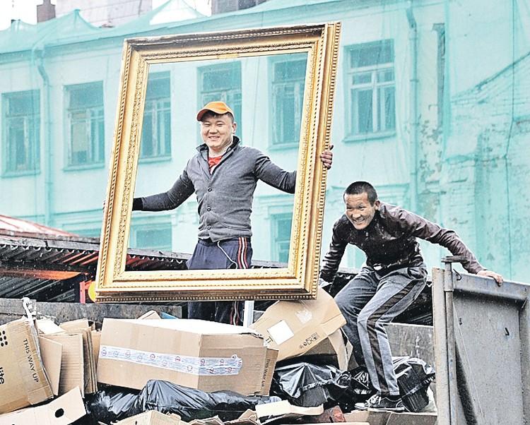 По оценкам разных ведомств, в России в этом году находились от 11 до 13 млн мигрантов, половина - выходцы из стран Центральной Азии.