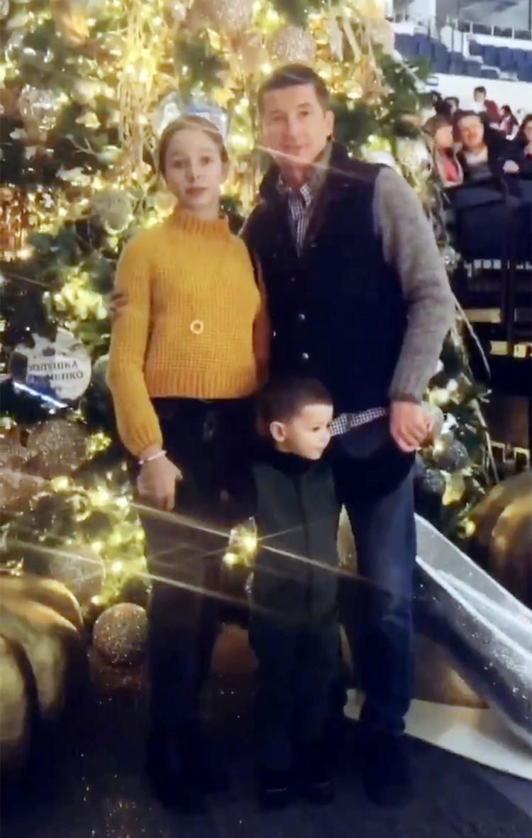 Дочь Юлии Началовой Вера с отцом и братом