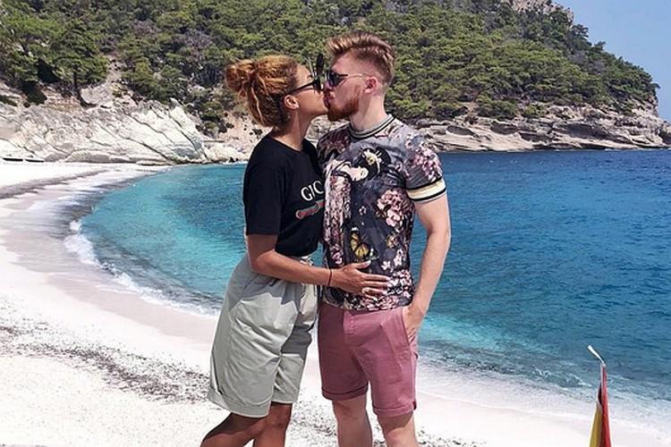 Еще раньше футболист Иван Новосельцев слинял от беременной жены