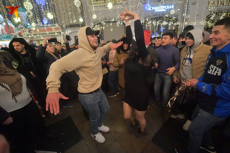 Никольская улица танцует