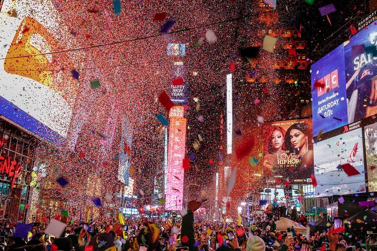 В Нью-Йорке как обычно основные торжества прошли на Тамс-сквер