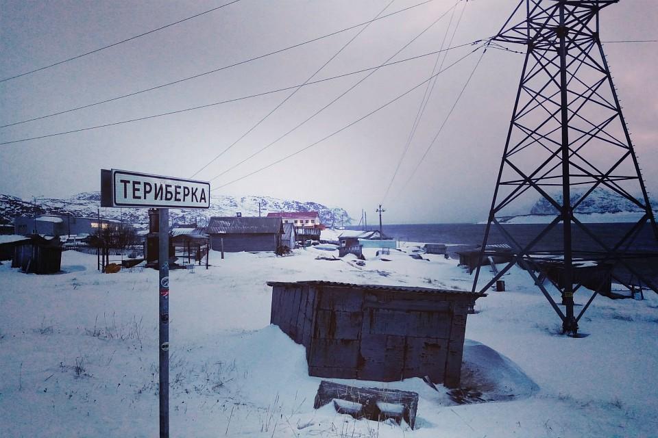 Ничто не остановит: 23 автомобиля оказались в снежном плену по дороге к Териберке