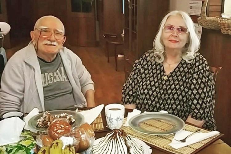 Татьяна Сергеевна Власова прилетела из Америки в Россию, потому что здесь ее ждет бывший муж Армен Борисович Джигарханян.