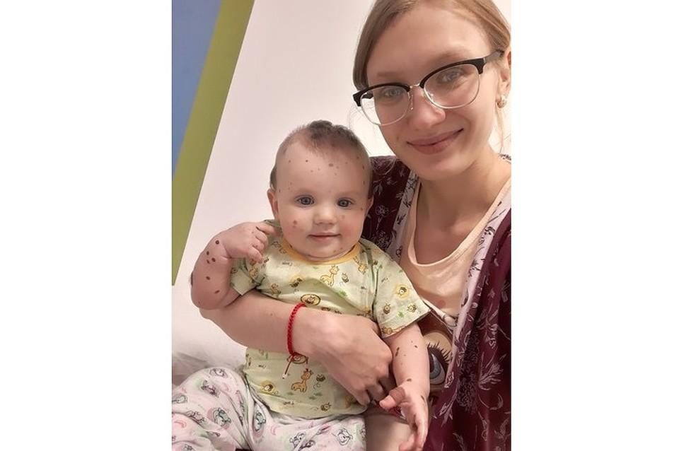 По словам мамы Вики Марии Хвостанцевой, на полное выздоровление девочки уйдут годы. Фото: страница Марии Хвостанцевой ВКонтакте