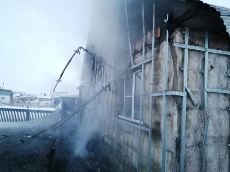 Дом выгорел полностью. Фото: ГУ МЧС по Новосибирской области.