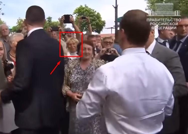 Феодосия. 2016 год. Анна Буянова задает Дмитрию Медведеву тот самый вопрос про пенсии. Другой источник