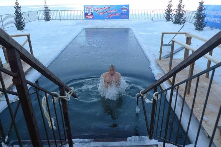 В этом году к крещенским традициям православных присоединилось генконсульство США во Владивостоке.