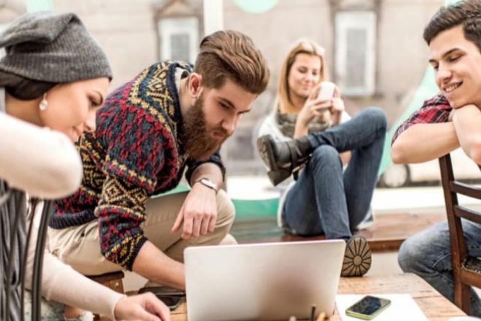 Слишком умные и красивые: В Молдове молодежь сидит на шее у родителей, потому что работать для них — позор