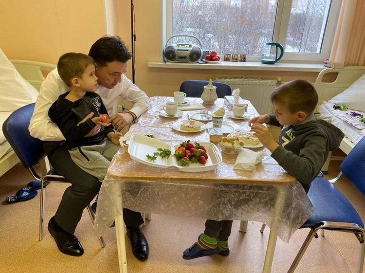 Андрей Воробьев позавтракал с детьми и уже пообещал найти работу Виктору Гаврилову.