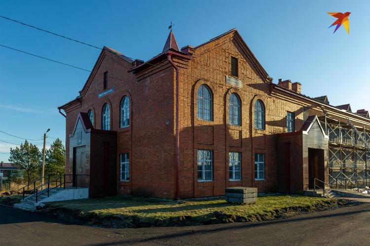 Мемориальный музей «Дорога победы» был открыт в 1995 году в здании станции Петрокрепость.