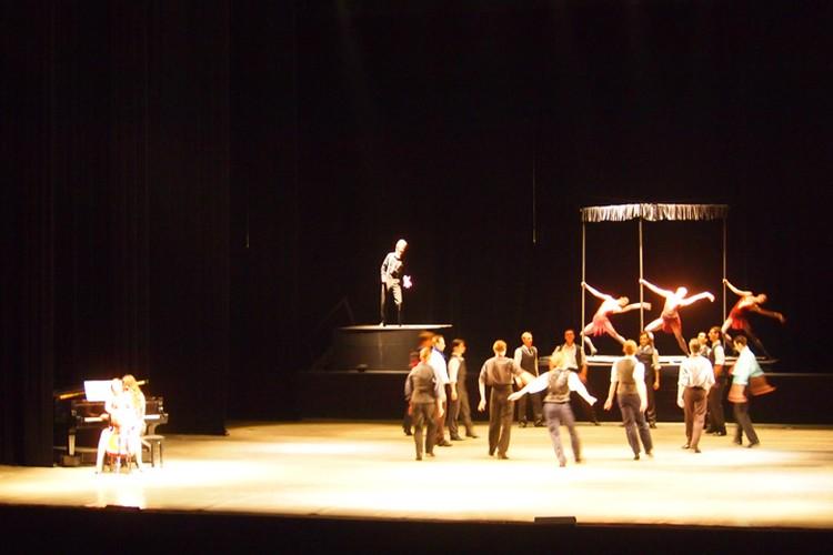 Единственная постановка, где участвуют балет, оркестр, хор, солисты-вокалисты и солисты балета