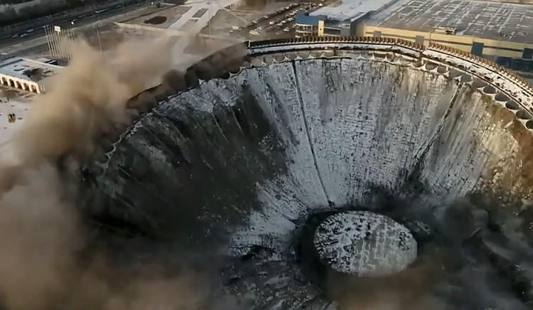 Демонтаж крыши закончился трагедией. Фото: стоп-кадр с видео Фонтанка.ру