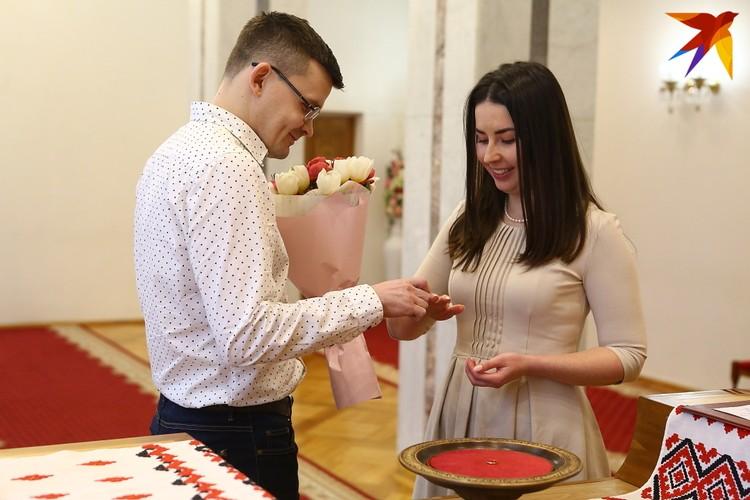Дмитрий и Дарья познакомились в интернете.