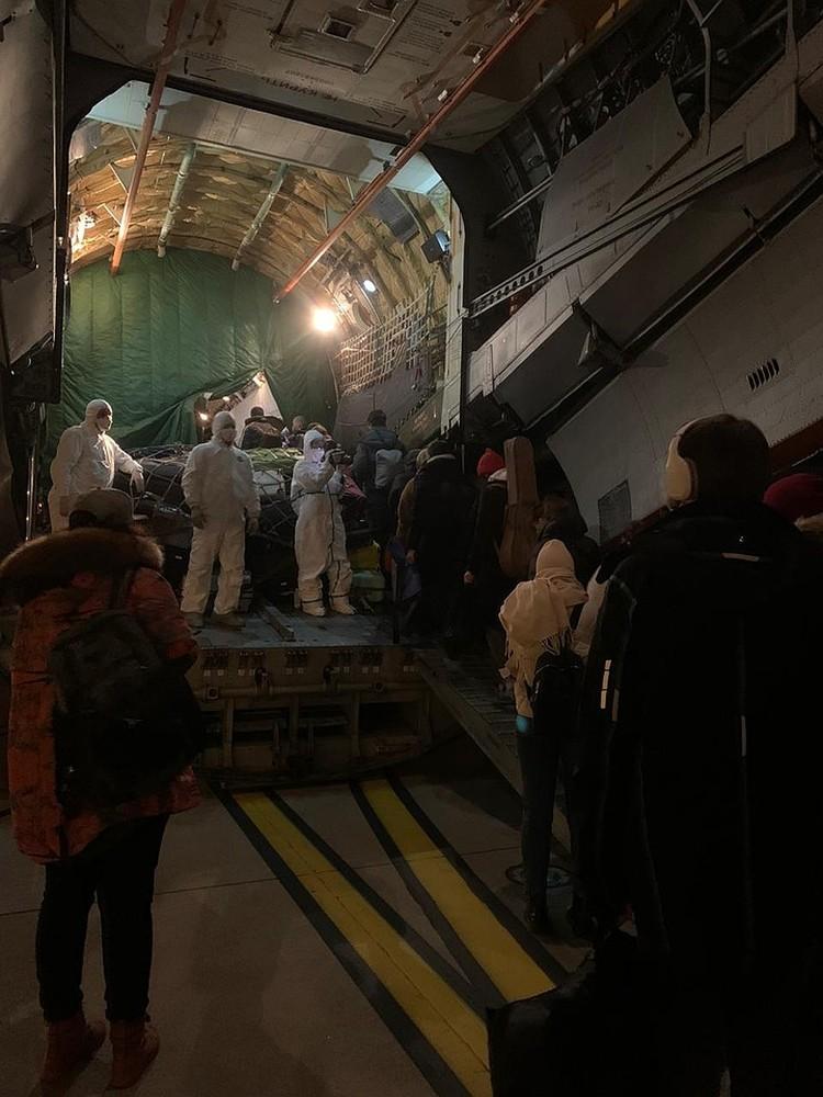 Из китайского города Уханя – центра новой эпидемии – военно-транспортными самолетами эвакуировали проживавших там россиян под Тюмень. Фото: Анна Коняхина