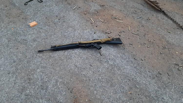 Местные СМИ пишут, что солдат серьезно вооружен