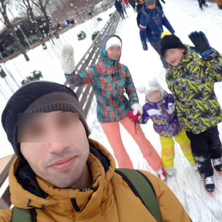 Семья год назад переехала в Москву.