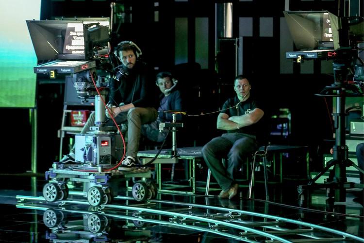 Студийные операторы во время прямого эфира. Фото: Михаил Терещенко/ТАСС