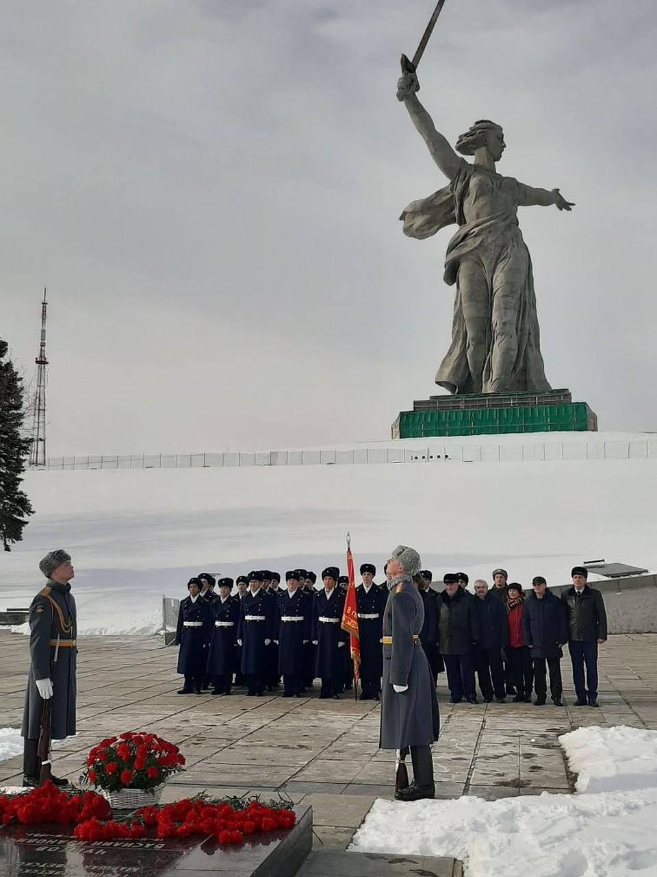Память Чуйкова почтили военнослужащие и кадеты. Фото: Екатерина СИМОХИНА