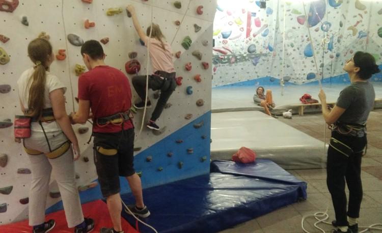 Родители участвуют в тренировках вместе с детьми с первого дня