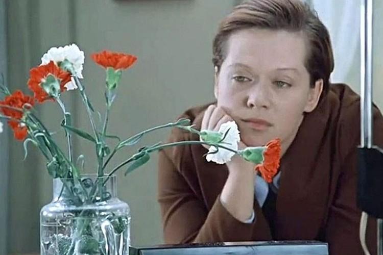 Алиса Фрейндлих в роли Людмилы Прокофьевны Кулагиной из фильма «Служебный роман»
