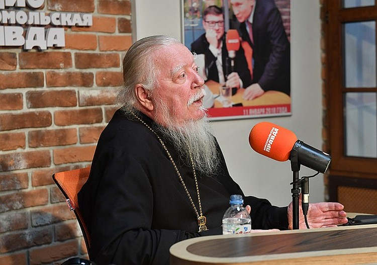 Очередной скандал разворачивается вокруг слов священника Димитрия Смирнова