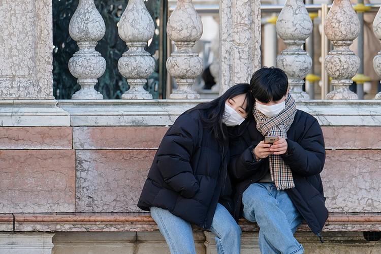 Впервые пресса заговорила о заболевших коронавирусом в Италии 31 января. Тогда в одну из больниц Рима обратилась семейная пара из китайского города Ухань
