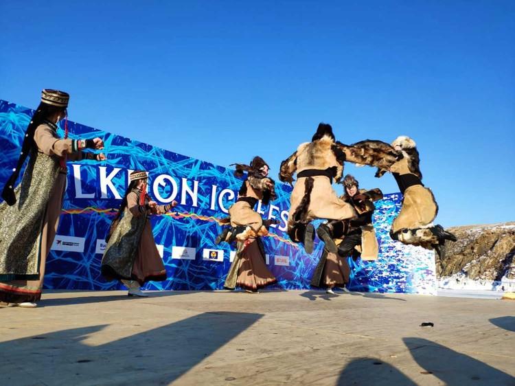 Шаманы следят, чтобы в день фестиваля на Ольхоне была только хорошая погода!