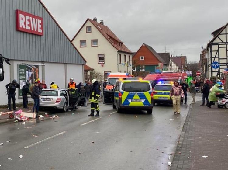 Автомобиль въехал в толпу в немецком городе Фолькмарзен