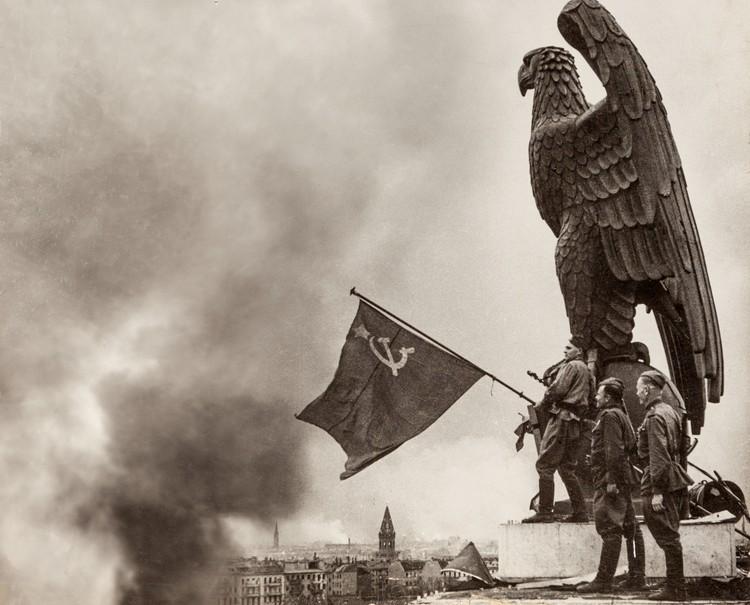 Знамя Победы над Берлином. Фото Е.Халдей ВКИКМЗ