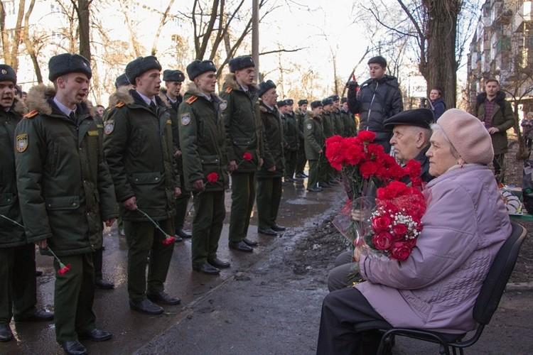 В параде для одного ветерана маршировали курсанты ДонВОКУ, ДАВД, АГЗ МЧС и юнармейцы