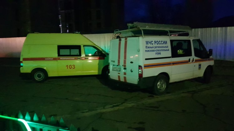 На месте ЧП дежурят медики. Фото: пресс-служба ГУ МЧС.