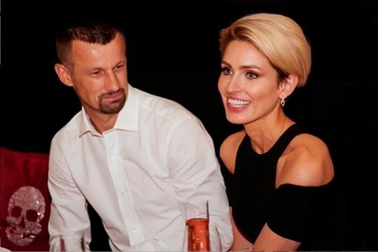 """Самое сердечное поздравление тренер """"Зенита """"получил от своей жены."""