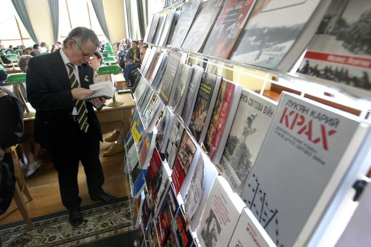 На днях Директор института Украинской книги Татьяна Коваль все книги на русском языке времен СССР предложила изъять из библиотек.