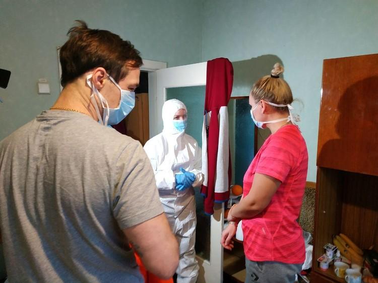 Министр здравоохранения Украины Зоряна Скалецкая навещает эвакуированных из Китая украинцев, помещенных на карантин в санаторий в Новых Санжарах.