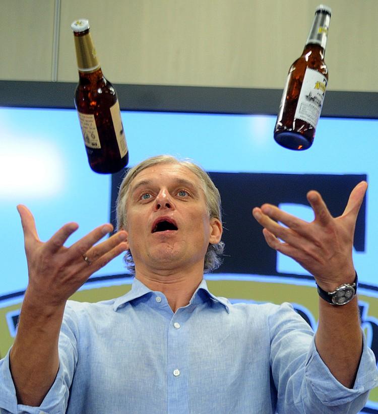 Было еще пиво «Тинькофф» - достаточно своеобразное по вкусу. Фото ТАСС/ Сергей Фадеичев
