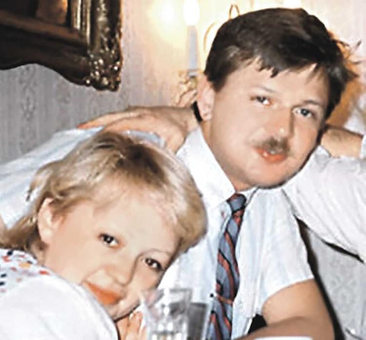 С зятем Александром Королевым (на этом старом фото он с женой Машей) у артистки отношения не сложились. Фото: Соцсети.