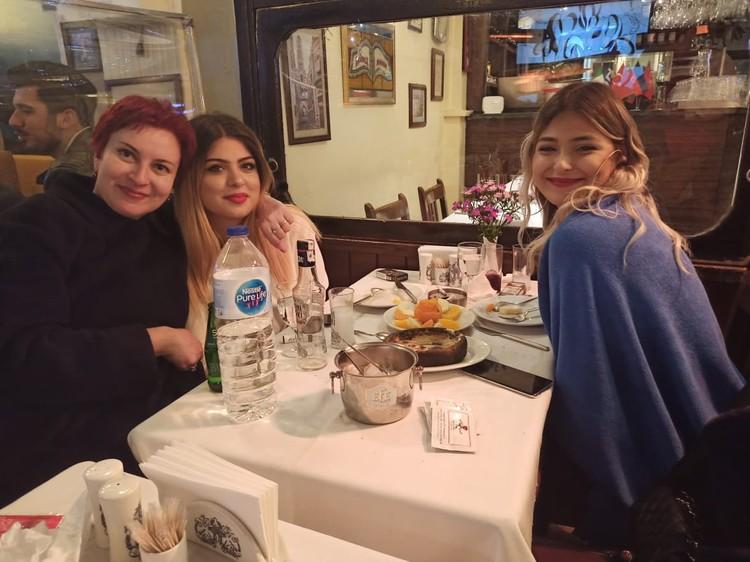 Дарья Асламова и её турецкие собеседницы.