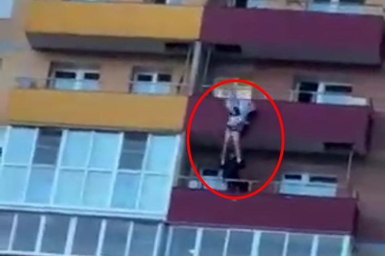 """Момент спасения. Фото: """"Инцидент Иркутск"""""""