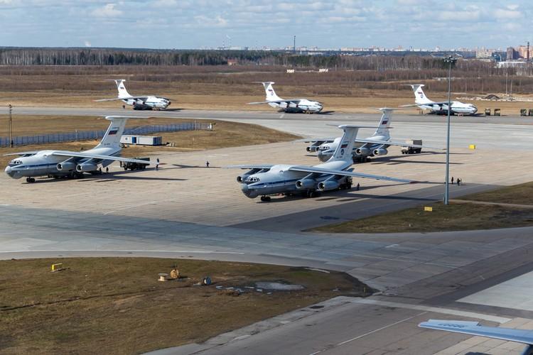 Следом вылетят еще 7 мобильных бригад российских военных специалистов-вирусологов и медиков