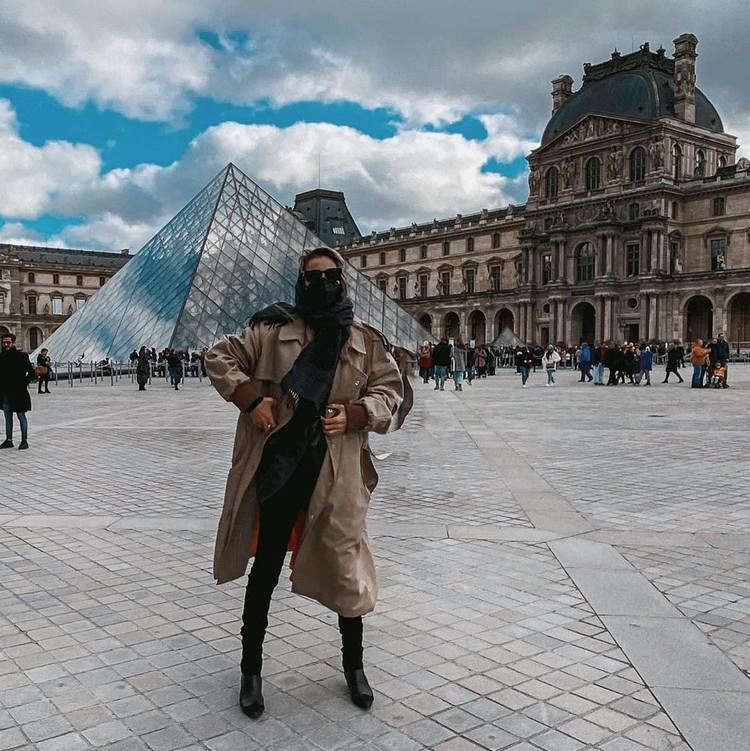 Светлана Лобода успела посетить Париж. Защитила все лицо.