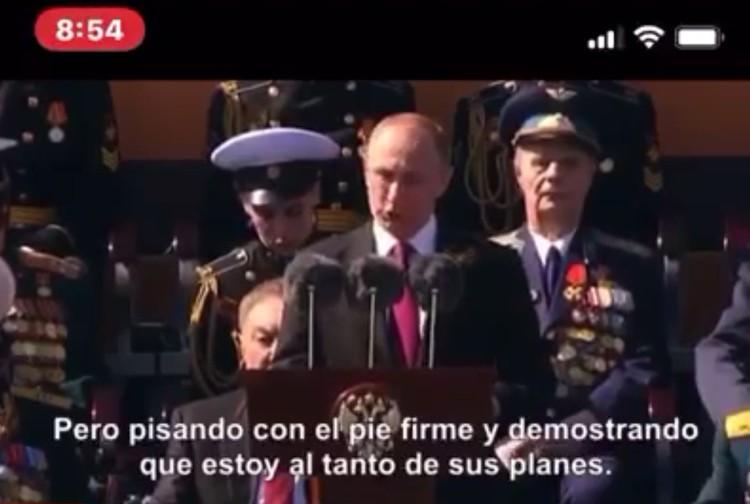 В Бразилии пошли дальше. Там пользователи пересылают друг другу видео выступления Владимира Путина с португальскими субтитрами. Текст, разумеется, не совпадает со звуковым рядом.