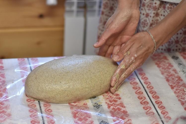 В старину хлеб пекся в печи, был круглой формы и назывался «подовым». Фото предоставлено Ольгой Лазукиной